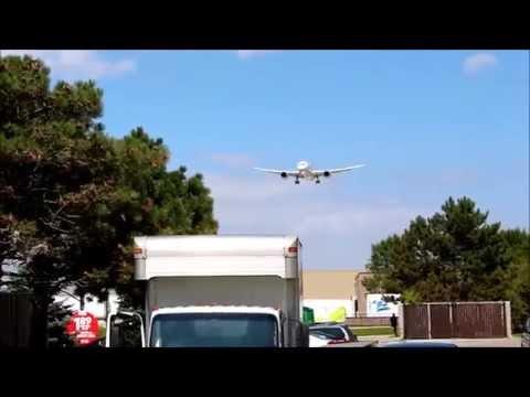 Boeing 787 Dreamliner Landing at Toronto Pearson Airport