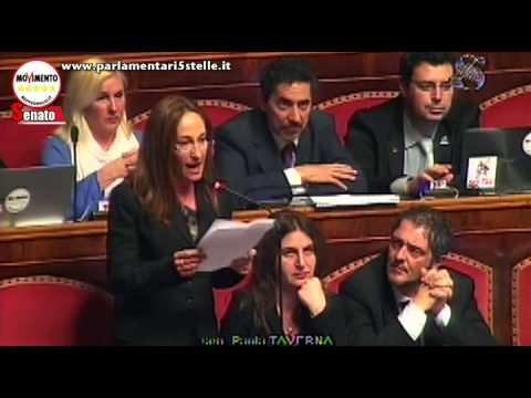 Paola Taverna rottama in diretta Matteo Renzi