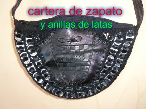Cartera reciclada con anillas y zapatos