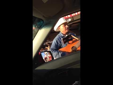 El JR cantando desde Ensenada, Baja California.