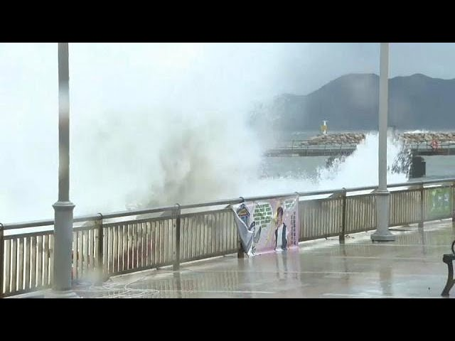 Typhoon batters Hong Kong