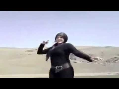 Iranian woman dancing on car removes Hijab