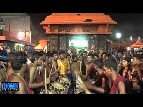 'Panchari Melam' performance by Kottarakara Kalamandhir grab the eyes of Sabarimala pilgrims