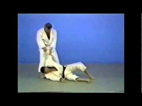 Judo - Hiza-guruma Image 1