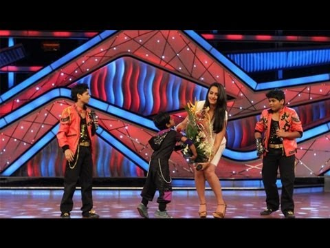 Jeetumoni & Jeet Das Proposing Sonakshi Sinha - Very Cute video