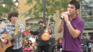 Watch Jonas Brothers 705 video