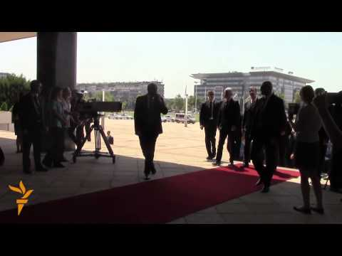 Bosnian Leaders Visit Serbia To Mend Strained Ties