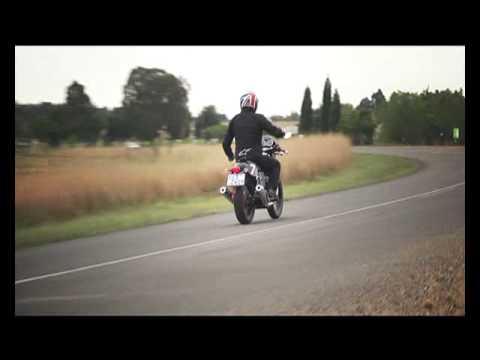 Moto Guzzi V7 Racer Test