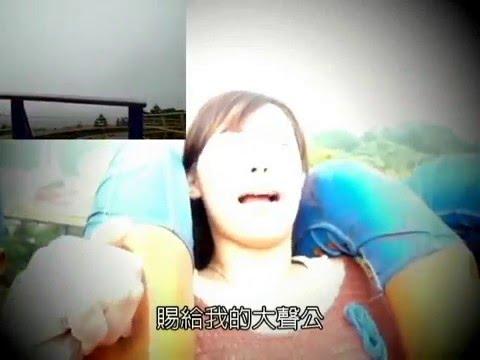 Gente - Chica gritando de miedo en montaña rusa