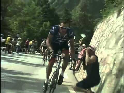 2001 L'Alpe-d'Huez - Lance Armstrong gives Jan Ullrich