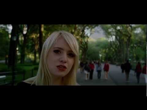 Alexz Johnson - Walking