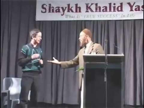 khalid yasin deebating a catholic preist live on the stage in one of his lectures