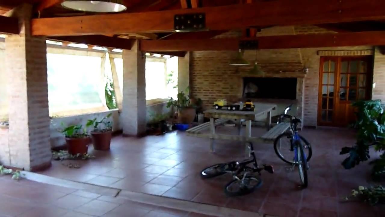 Lomas de la carolina 4 dormitorios con un for Decoracion de patios con pileta