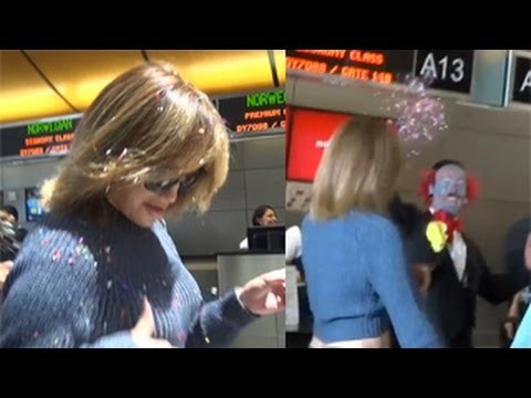 Jennifer Lopez Gets Confetti Thrown At Her By A Clown At LAX