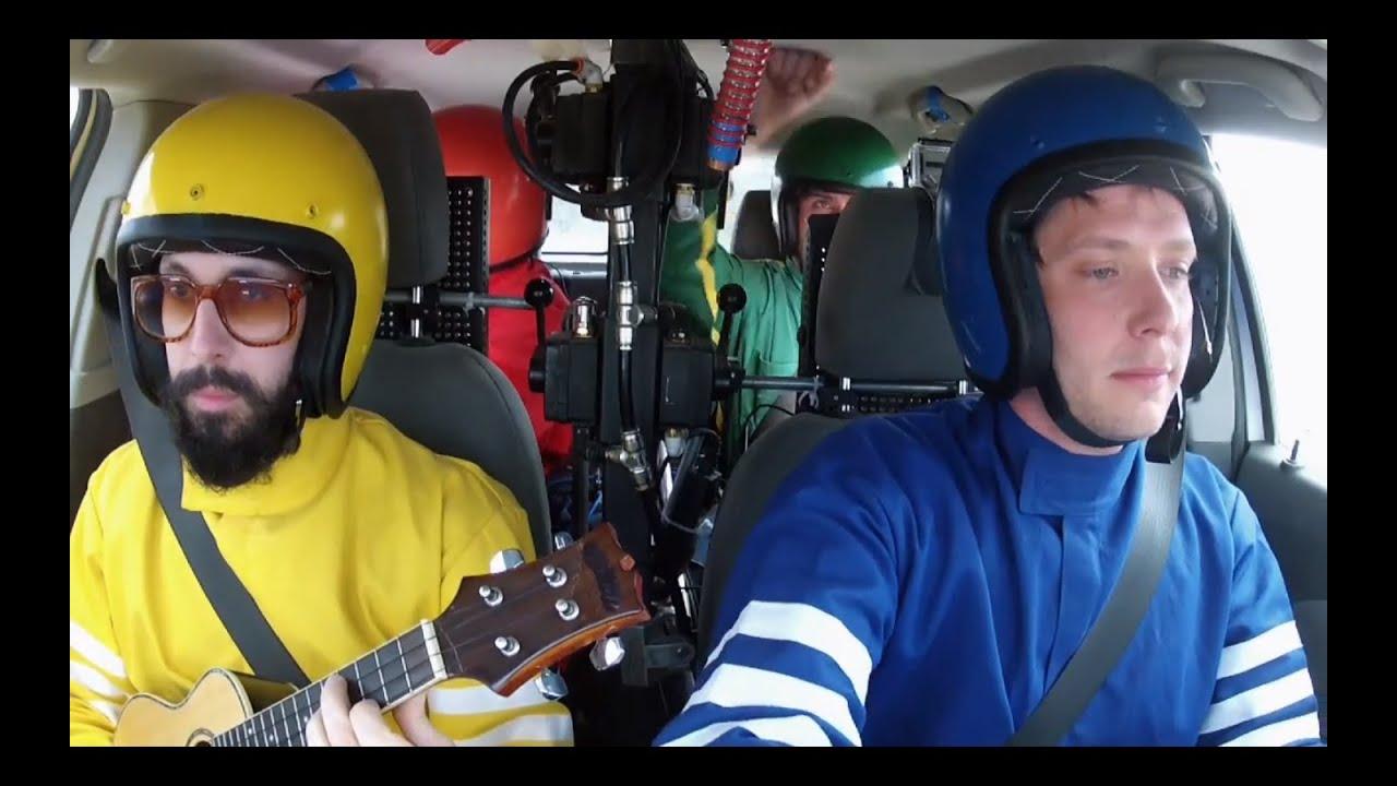 Ok Go toca mil instrumentos con un auto para su canción Needing / Getting