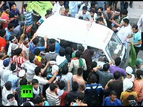 Video-of-Muslim-anger-in-Pakistan--Violent-clashes-with-police--one-reported-dead