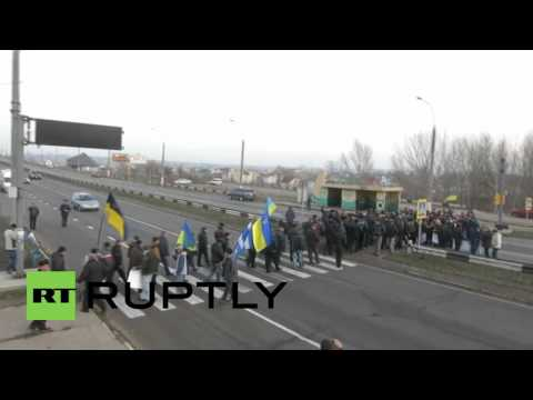Ukraine: Farmers block traffic on highway to Crimea to protest tax law
