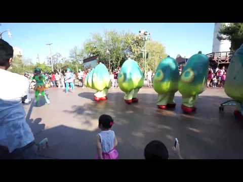 Pixar Parade & Woody's live music