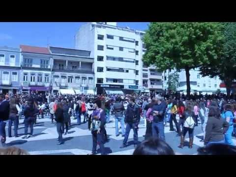 Flash Mob em Vila Nova de Famalic�o