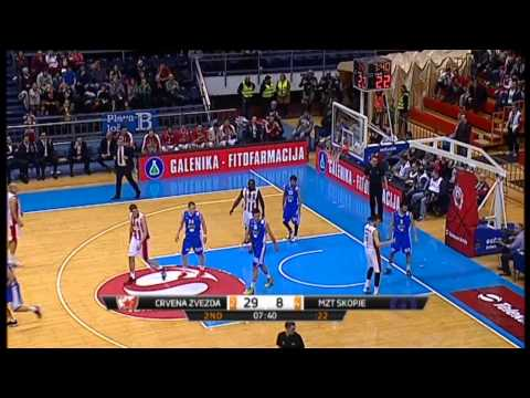 Nemanja Dangubi� put down a nice dunk after an assist from out of bounds by Charles Jenkins.