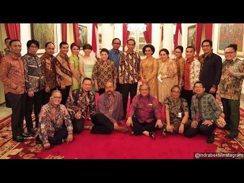 Jokowi tertawa terbahak   bahak, karena para pelawak di undang ke Istana - 23 Oktober 2016