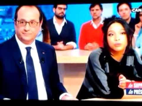 Francois Hollande parle avec des lyceens