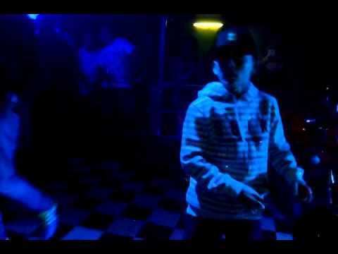 mc pedrinho show ao vivo na crazy night em PERUS ( PART 1 )