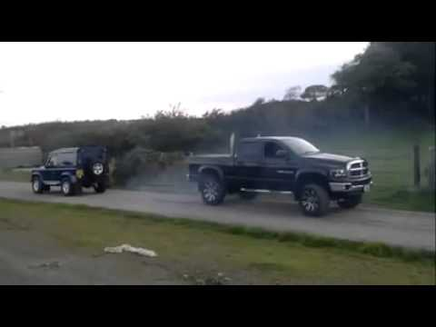 4x4 Battle: Dodge RAM vs Land Rover Defender klip izle