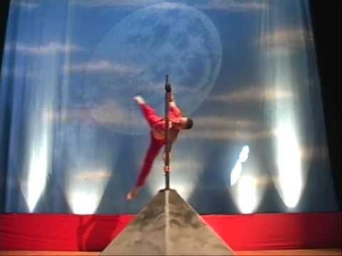 Dominic Lacasse - o canada - drapeau humain mat chinois Olympics