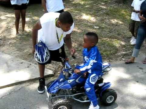 KIDS RIDING 4 WHEELERS ON BANKHEAD