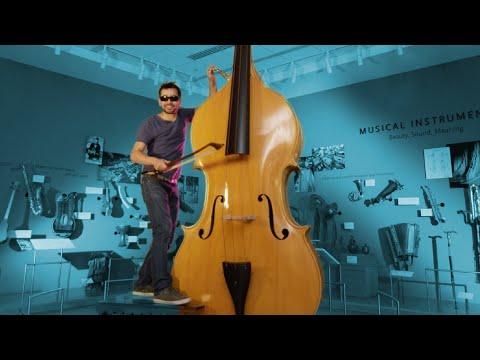 L'uomo che da solo suona 90 strumenti