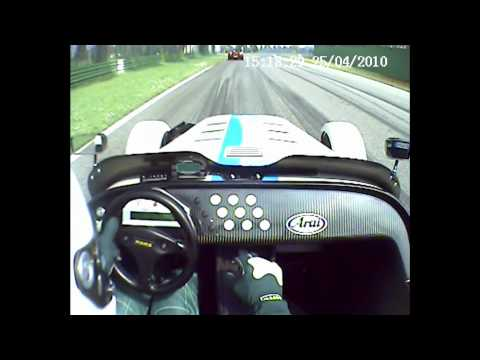 Caterham R500 vs GD Lola T70  Imola.wmv