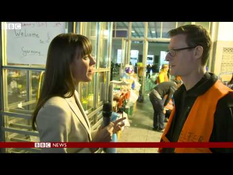 Migrant crisis  Volunteering at Munich railway station  - BBC News