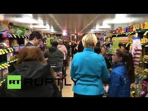 USA: Supermarkets emptied as Washington DC prepares for winter storm Jonas