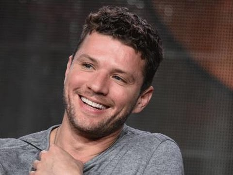 Ryan Phillippe Tries His Hand at Technology