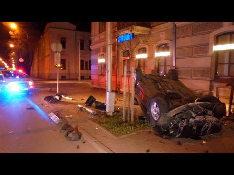 Skaitytojo video: BMW skrydis baigėsi ant stogo