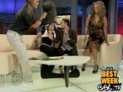 Tyra Banks falls over!! Funny Clip