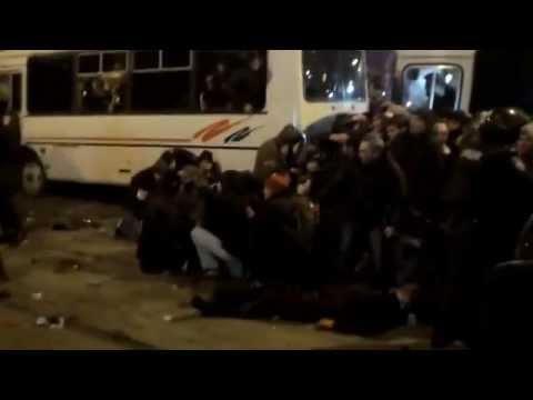 """Избиение """"Правого сектора"""" в г.Донецке. НЕНОРМАТИВНАЯ ЛЕКСИКА!!!"""
