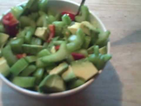 HEALTHY FOODS TO EAT NOW: pepper + avocado + celery salad = EASY RECIPES in 30 seconds!