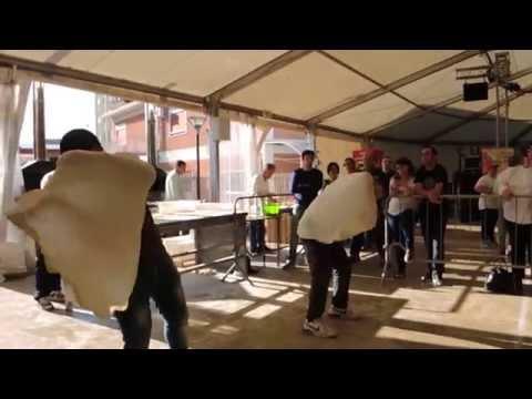 Pizzaioli acrobatici al Sikania W.C. 2014 di Brolo