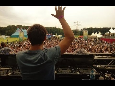Last 20 minutes of Martin Garrix's awesome set @ Sonic Festival 2013, the 7th of september, Stein, Limburg, The Netherlands. I've made the tracklist on this ...