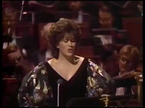 Dame Kiri Te Kanawa sings &quot;O, Holy Night&quot;