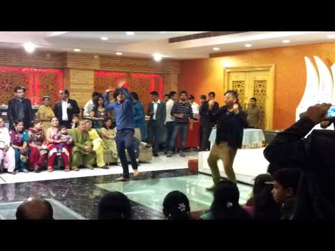 dance on lak28 gabru thumka and gangnam at kirti mehndi ki raat...