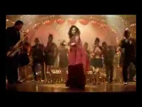Rekha performing Kaise Paheli Zindagani from the film PARINEETA