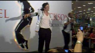 Michael Jackson Best impersonator performs Shake Your Body (Down To The Ground)