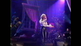 Watch Dolly Parton Behind Closed Doors video