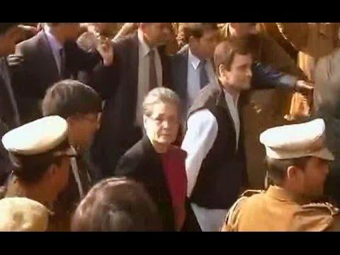 Sonia Gandhi and Rahul Gandhi reach Patiala House Court
