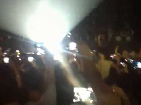 Beyonce -Opening (Who run the world) Mrs.Carter show tour Belgrade, Serbia 15.04.2013
