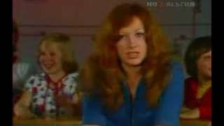 Алла Пугачева - Песенка первоклассника (То ли еще будет)