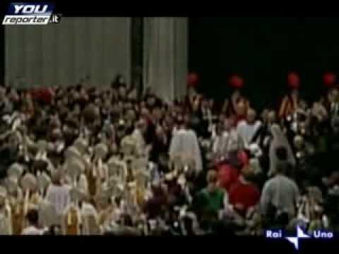 Aggressione a Benedetto XVI  il Papa cade per terra – YouReporter.it